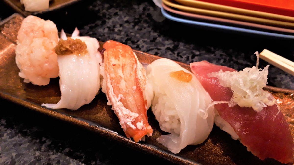 すすきのの老舗回転寿司あじこうは安くておいしい
